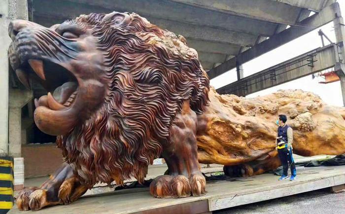 Самая большая скульптура в мире, сделанная из цельного дерева