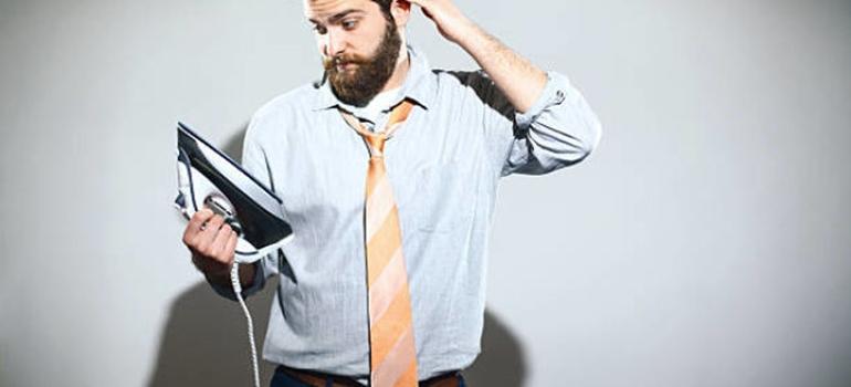 Как удалить складки на одежде за минуту: простой способ без утюга