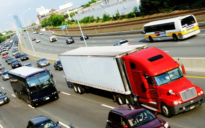 Почему водители фур во время езды по прямой начинают моргать «поворотниками» авто,автомобиль