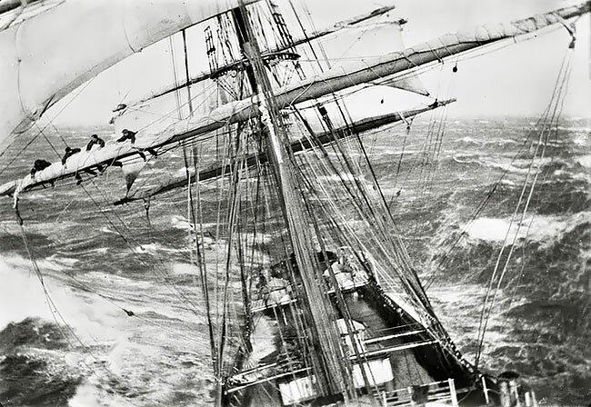 Корабль Garthsnaid во время шторма у берегов Новой Зеландии, 1920 год интересно, исторические кадры, исторические фото, история, ретро фото, старые фото, фото