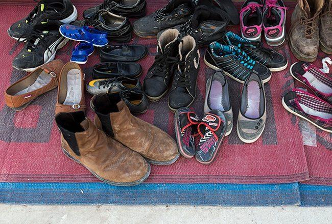 7 причин не ходить в уличной обуви по дому