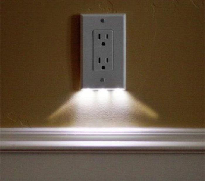 Розетка с подсветкой поможет вам без труда найти её в ночное время суток.