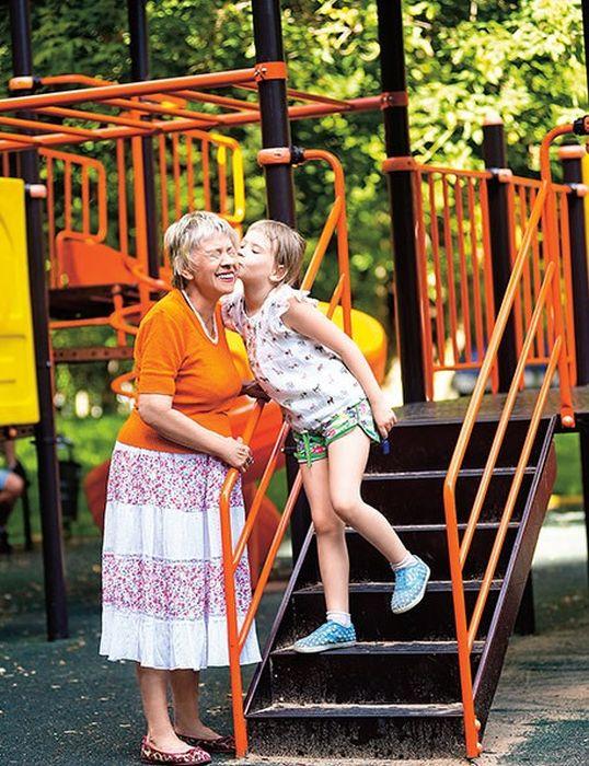 Александра Назарова с внучкой. / Фото: www.celebki.ru