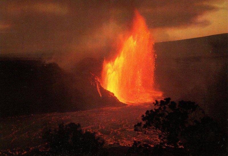 В 1959 году здесь извергался фонтан раскаленной лавы высотой 600 метров !!! америка, вулканы, гавайи, пейзажи, природа, путешествия