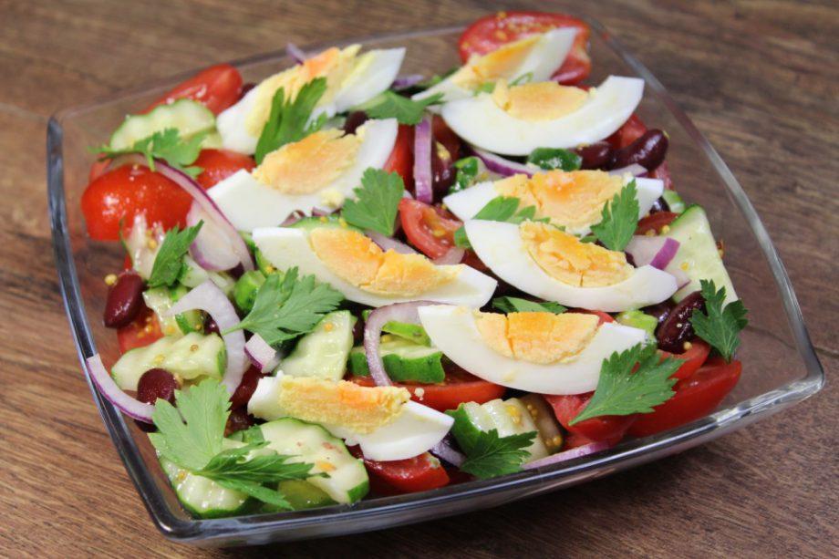 Надоел обычный овощной салат? Тогда приготовьте вот такой, заправка просто «пальчики оближешь»