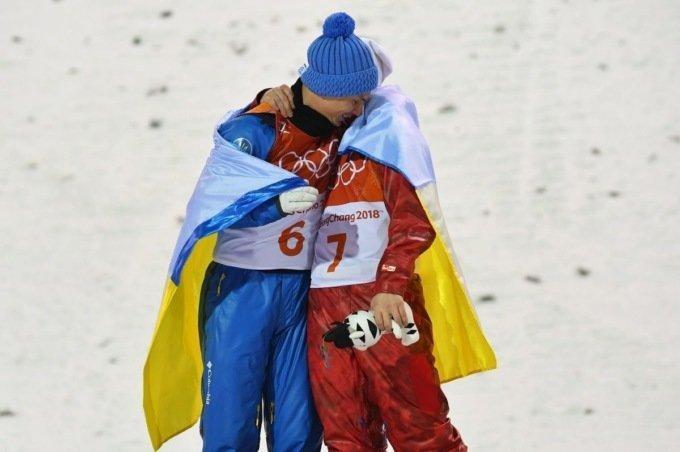 Олимпиада объединяет: российский и украинский спортсмены обнялись на пьедестале