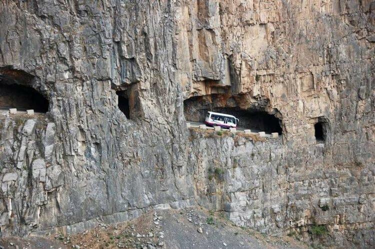 Опасные и завораживающие туннели: 12 фотографий, которые выглядят, как иллюстрация к сказке Любой путь по своей природе прекрасен, но тот, что проложен по рельсам и туннелям, наверное, самый из самых. И это доказывают тысячи путешественников, которые горы, интересное, красота, скалы, стройка, царь природы