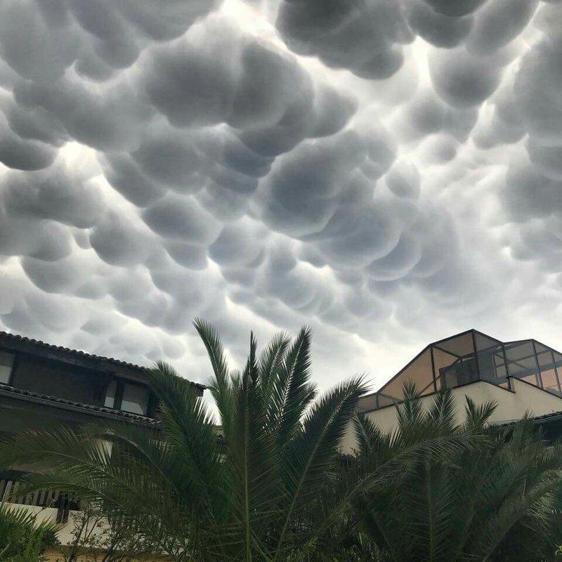 Облака, которые больше похожи на попкорн. photoshop, загадка, искусство, прикол, фотография, фотошоп, шедевр, юмор