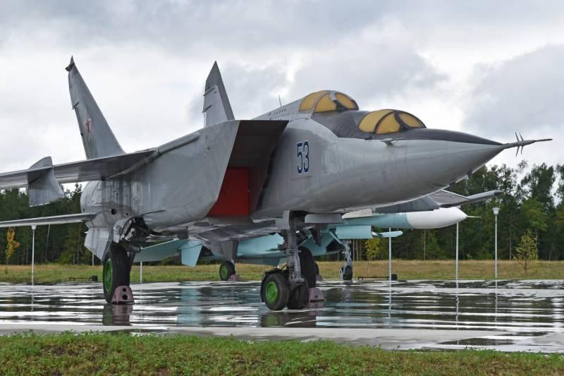 Бомбардировщики не построили. Но МиГ-25 их бы сбил