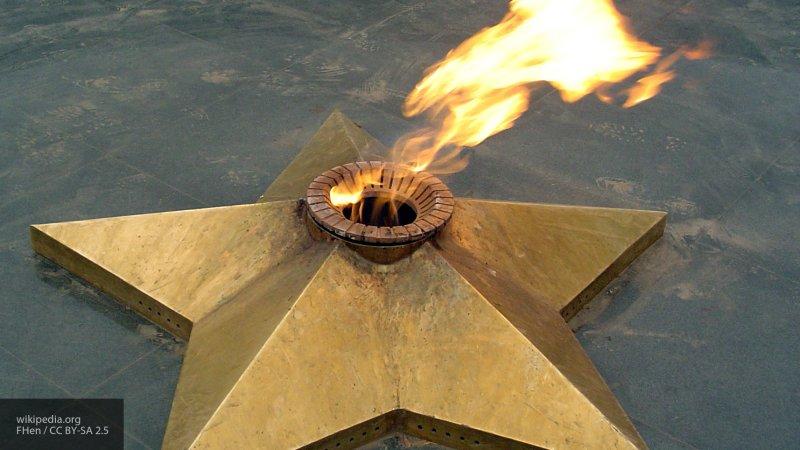 Под Челябинском девочки прикуривали сигареты от Вечного огня