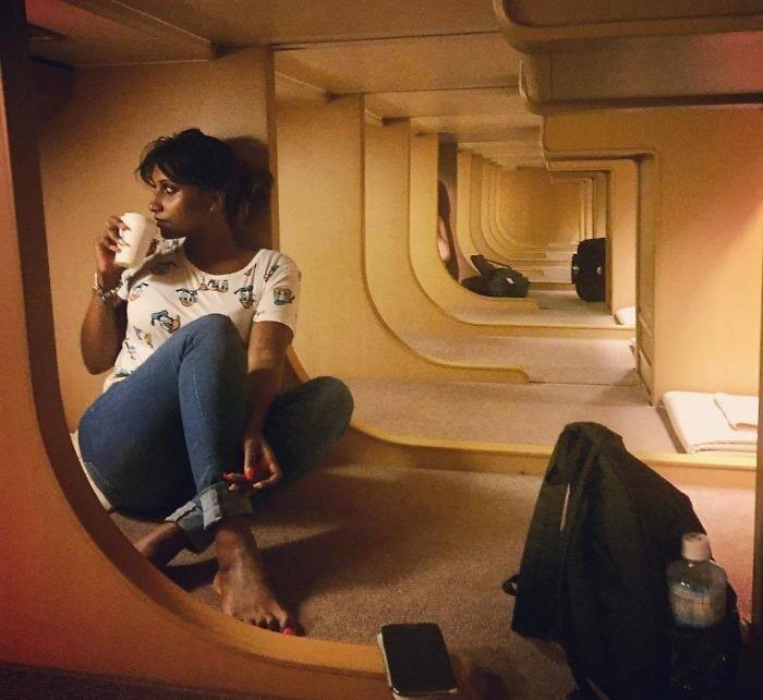 Любимое развлечение пассажиров — встречать рассвет за чашечкой кофе в мире, комфорт, поезд, ретро, япония