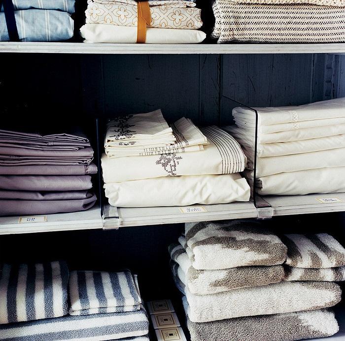 Пролежав несколько недель в ванной, постельное белье будет пахнуть сыростью. / Фото: domovod.guru