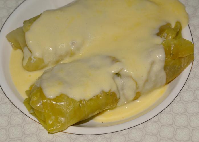 Рыба в капустных листьях в молочном  соусе