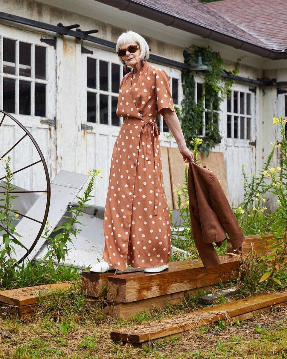 Цвета одежды благодаря которым женщины за 50 выглядит гораздо моложе своих лет