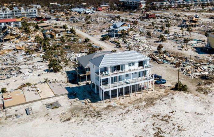 Сильнейший ураган в Мексике снес почти все пляжные дома, кроме одного: как он устоял