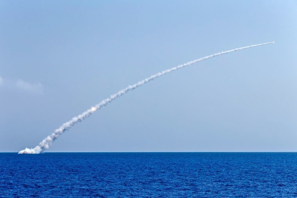 ВМФ РФ выпустил 100 крылатых…