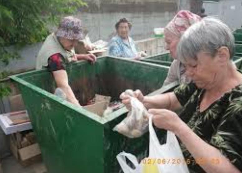 Росстат: Нищим в России стал каждый седьмой нищета,общество,россияне,росстат