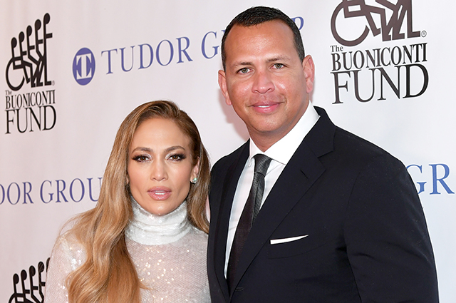 Дженнифер Лопес и Алекс Родригес намекнули, что помолвлены