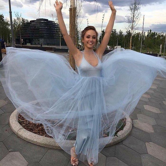 Звезда «Папиных дочек» Катя Старшова пришла на выпускной в платье принцессы