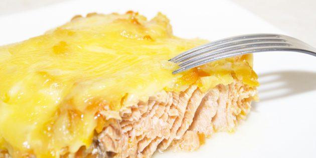 Рецепт горбуши в духовке с луком и сыром