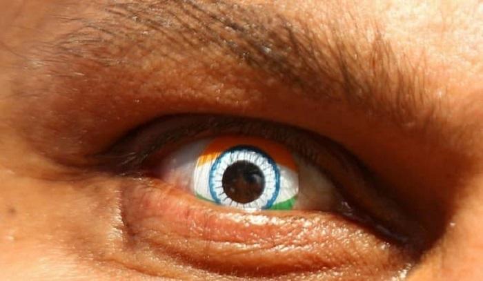 Странные контактные линзы, которые придают образу оригинальный вид