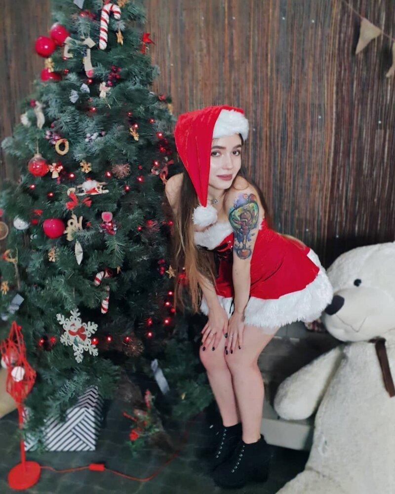 2. А медведу-то повезло девушки, дед мороз, красиво, новый год, снегурка, снегурочки