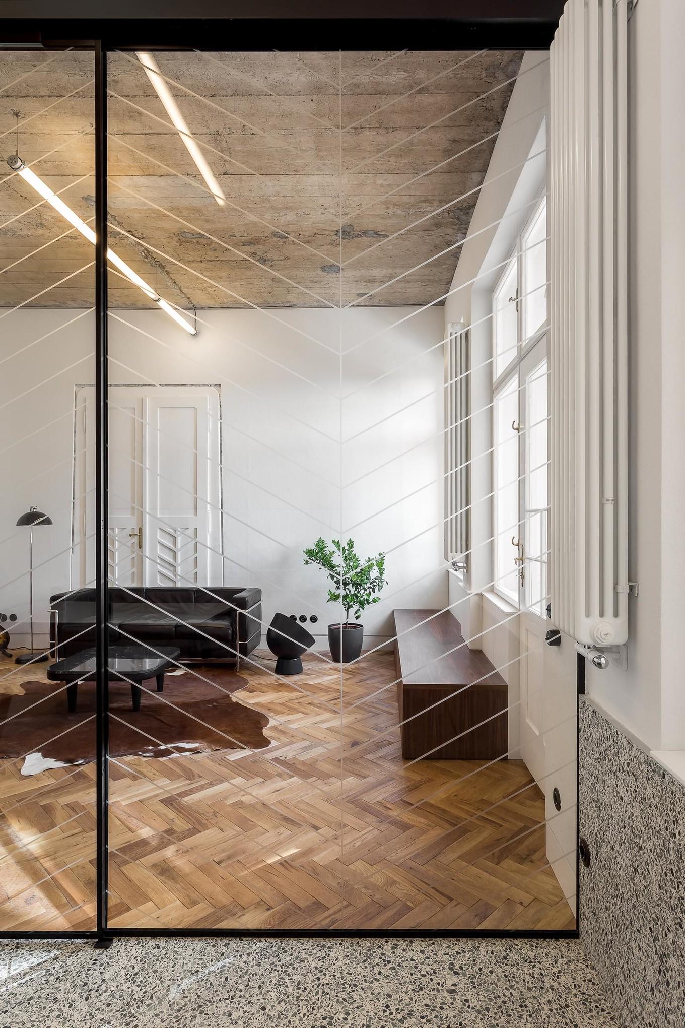 Интерьер квартиры в здании начала 1900-х годов в Румынии