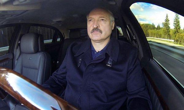 В Беларуси девушка остановила президентский кортеж Лукашенко