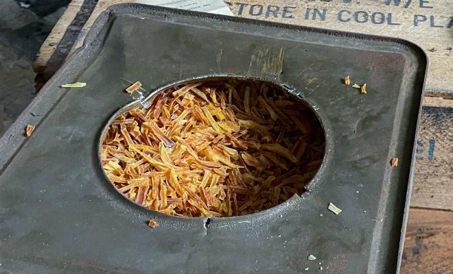 Ящики с картошкой стояли на складе со Второй Мировой. Мужчина решил открыть посмотреть, что стало с едой за 80 лет Культура