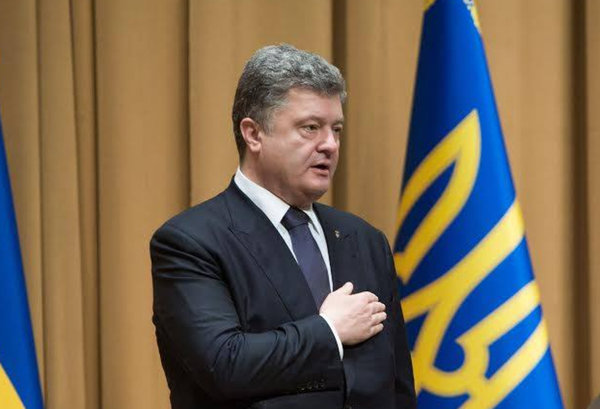 Порошенко сбежал за границу отдыхать - на Украине потеряли президента