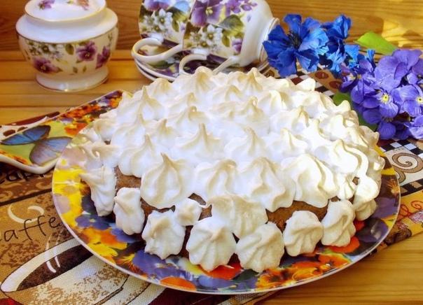 Пирог с грецкими орехами и меренгой