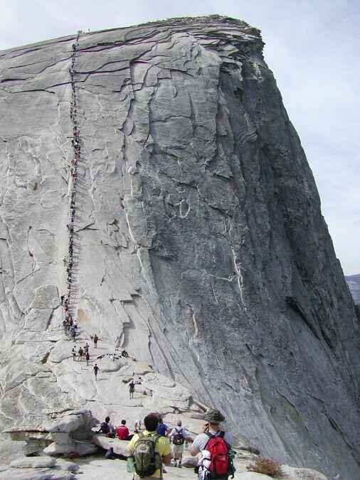 Хаф-Доум — гранитная скала, пользующаяся большой популярностью у туристов и один из символов национального парка Йосемити. Расположена в центральной части хребта Сьерра-Невада горы, интересное, красота, скалы, стройка, царь природы