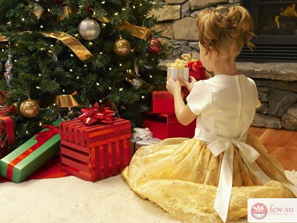 Что и как дарить малышу на Новый год