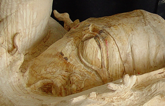 Оригинальная скульптура из дерева (16 фото)