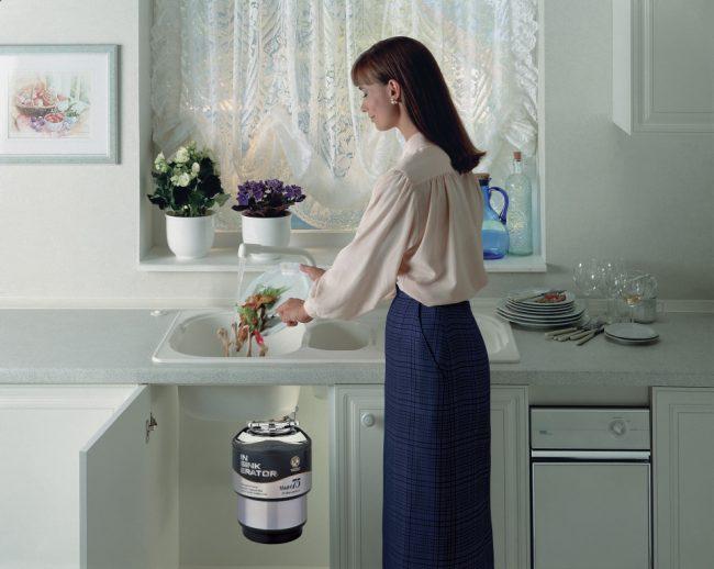 Измельчитель существенно упрощает утилизацию кухонных отходов