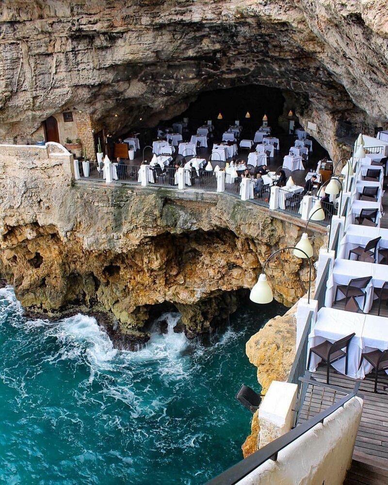 Полинья́но-а-Ма́ре — коммуна в Италии, располагается в регионе Апулия, в провинции Бари горы, интересное, красота, скалы, стройка, царь природы
