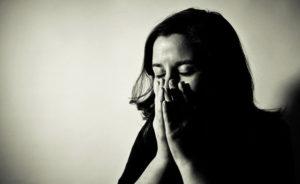 Вся в слезах она рассказала бабушке о неверности мужа. Ответ мудрой женщины облетел весь мир