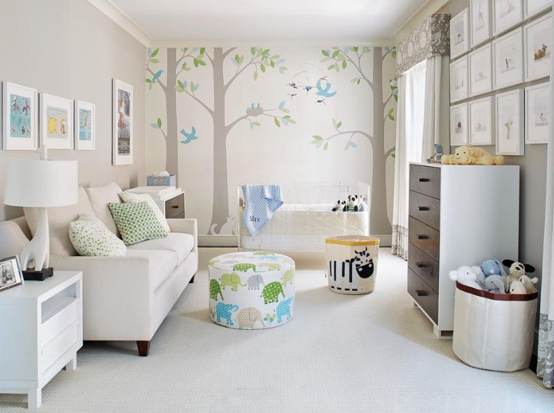 Стена с изображением деревьев