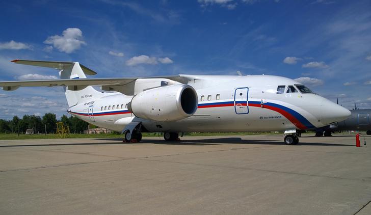Два пассажирских самолета Ан-148-100Е пополнили авиапарк войск на западе РФ