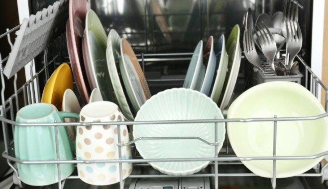 Не мешайте машине: 5 ошибок, которые вы делаете, загружая посудомойку