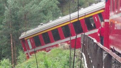 При крушении поезда в Швейца…