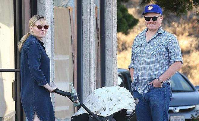 Кирстен Данст на прогулке с женихом и новорожденным сыном: первое фото малыша Энниса