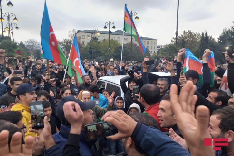 Почему азербайджанцы ликуют, а армяне бунтуют.