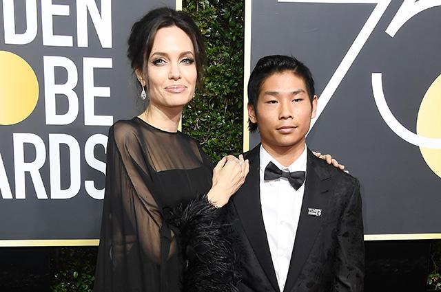 Анджелина Джоли сказала своему сыну Паксу, что Брэд Питт был против его усыновления
