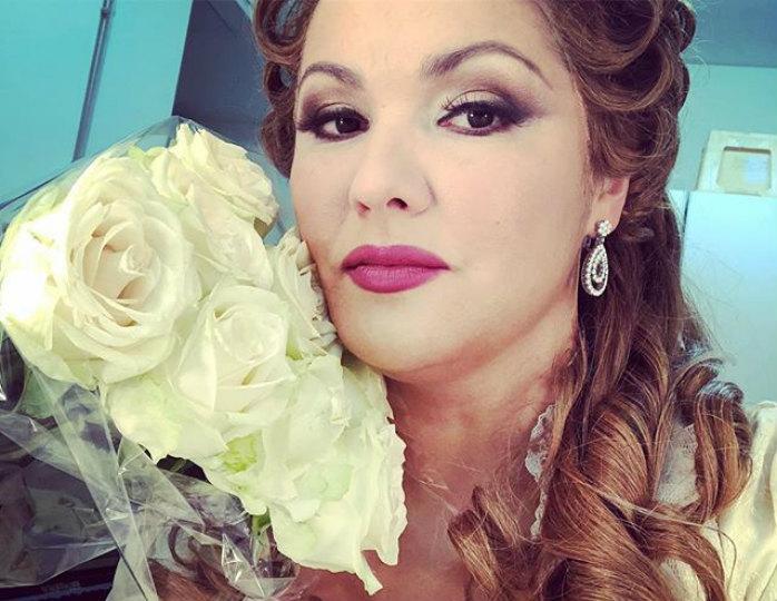 Анна Нетребко появилась на публике в сказочном платье