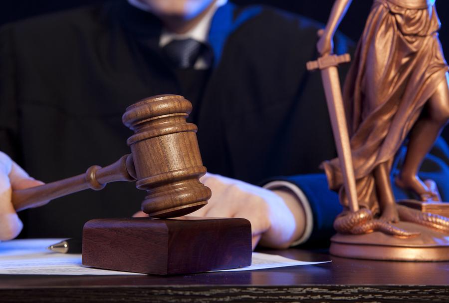 В России отец изнасилованной 14-летней девочки убил насильника дочери прямо в зале суда