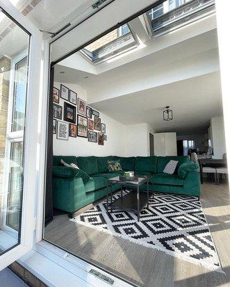 7 замечательных интерьеров, где яркий диван стал основой идеи для дома,интерьер и дизайн