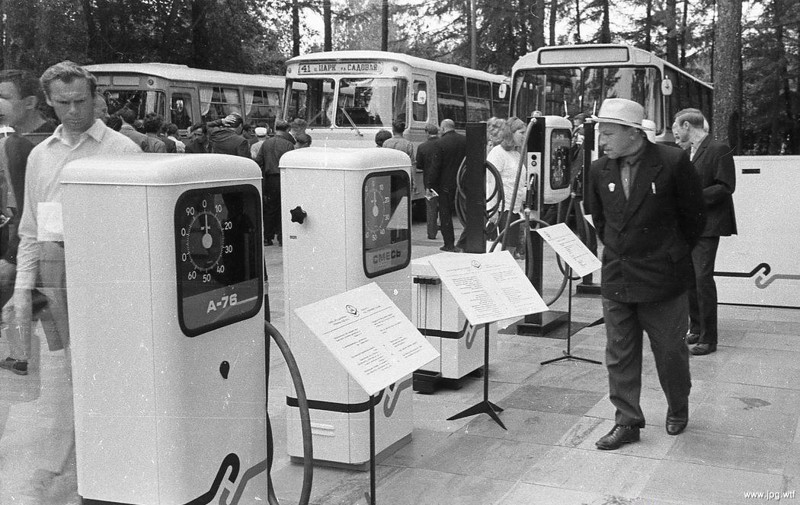 Раздаточные колонки АЗС на международной выставке «Автосервис–73», 1973 год, Москва история, события, фото