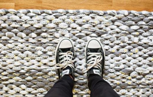 Тканый коврик из лоскутков… Красиво и просто!