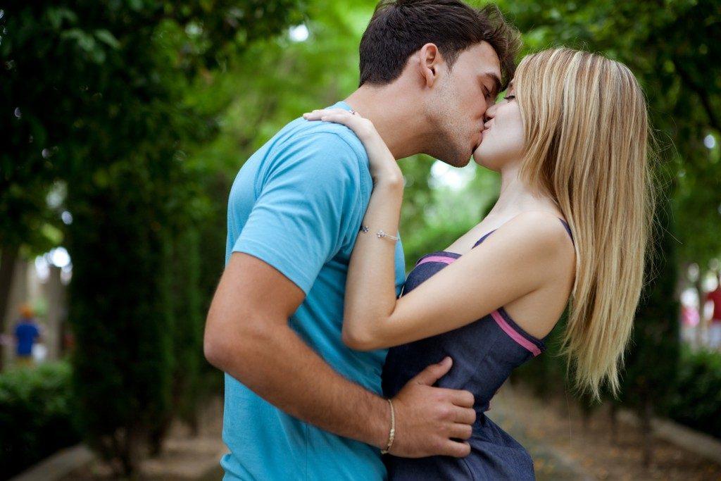 целоваться с мужчиной картинки тем менее, спрос